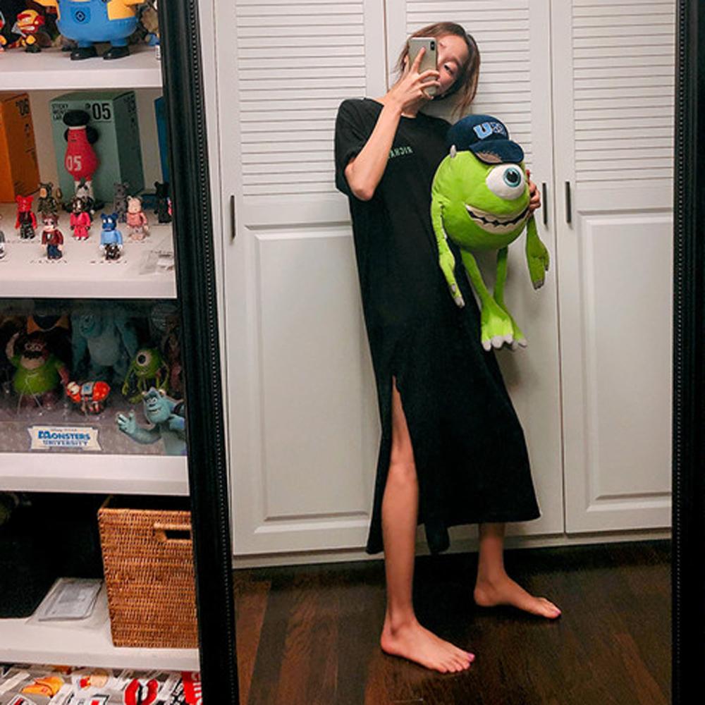 MOCO圓領綠色英文字前後圖印長版開叉棉質洋裝