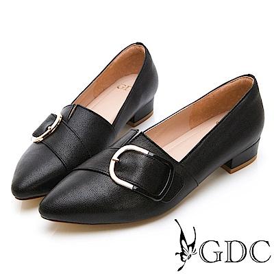 GDC-真皮百搭斜扣尖頭素色基本上班低跟包鞋-黑色