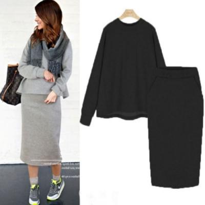 MOCO素色圓領衛衣棉料後打摺傘狀上衣加棉質後開叉包臀棉裙套裝