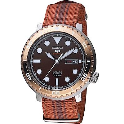 SEIKO精工5號復刻時尚機械腕錶(SPRC68J1)-咖啡帆布