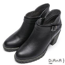 DIANA 品味質感–仿繞帶金屬釦環側拉鍊粗跟踝靴-黑