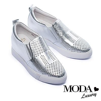 休閒鞋 MODA Luxury 個性鉚釘沖孔全真皮內增高厚底休閒鞋-銀