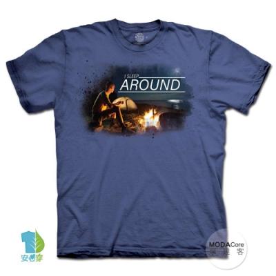 摩達客-美國進口The Mountain 月光露營夜 純棉環保中性短袖T恤