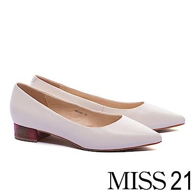 低跟鞋 MISS 21 簡約純色木紋跟設計羊皮尖頭低跟鞋-米白