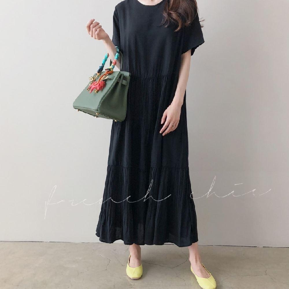 暢貨出清MOCO素色圓領文藝棉麻寬鬆摺皺百摺層次洋裝 (黑色)