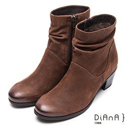 DIANA 完美線條—真皮俐落質感抓皺短靴-深棕
