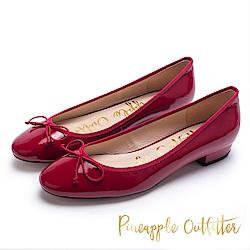 Pineapple Outfitter 典雅女伶 鏡紅尖頭低跟鞋-鏡紅