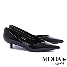 低跟鞋 MODA Luxury 極簡時髦珠光皺漆牛皮尖頭低跟鞋-漆皮黑
