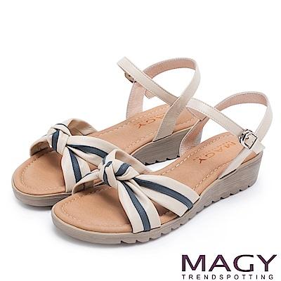 MAGY 夏日甜心 扭結交叉雙色牛皮楔型涼鞋-米色
