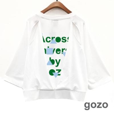 gozo 品牌標語印花造型開洞上衣(二色)