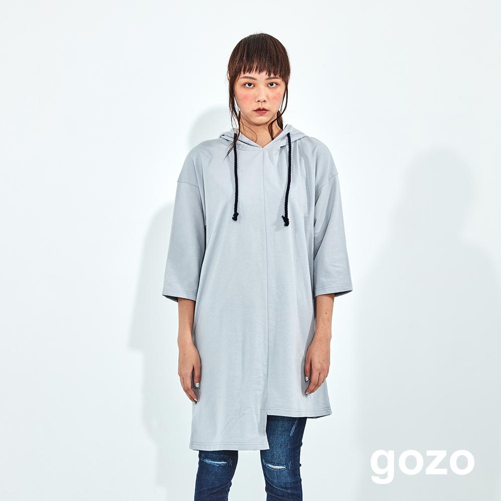 gozo 破損印字不對稱衣襬連帽洋裝(二色)