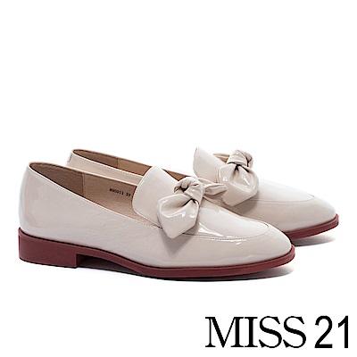 低跟鞋 MISS 21 經典復古俏皮立體蝴蝶扭結全真皮樂福低跟鞋-米