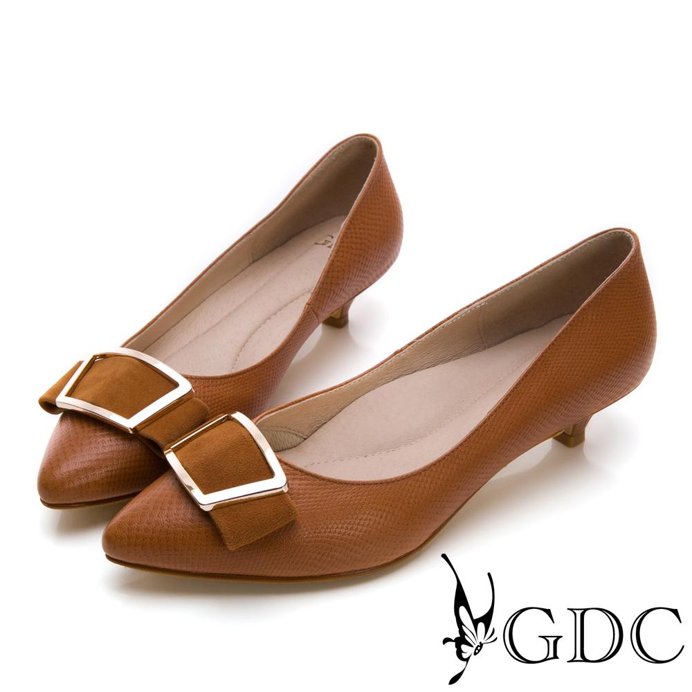 GDC-簡約質感方扣羊絨尖頭低跟鞋-棕色
