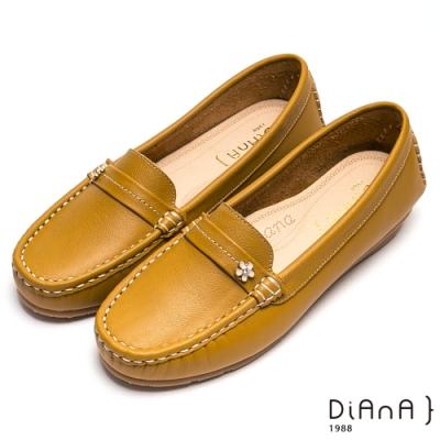 DIANA 細膩車線質感花釦舒適真皮休閒鞋-輕鬆樂活-黃