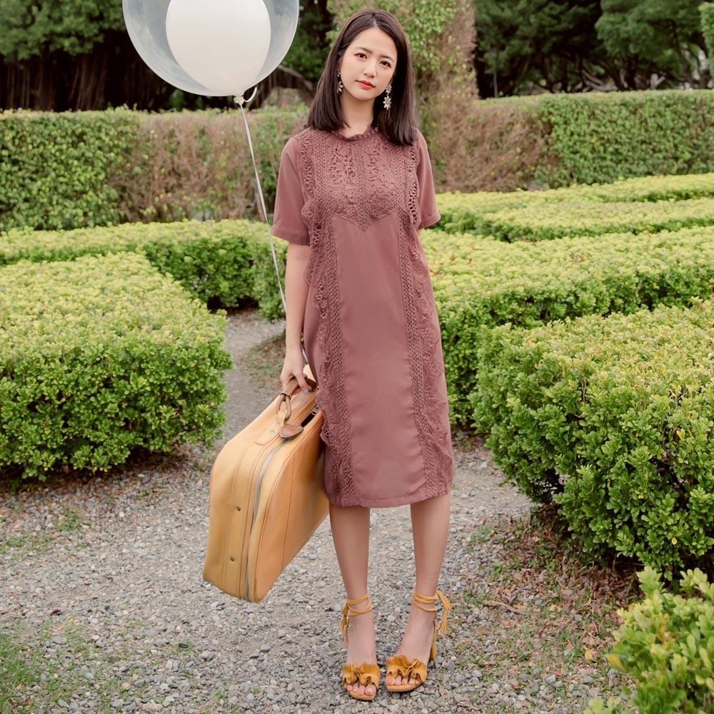 iMODA STAR-鏤空雕花蕾絲拼接短袖洋裝