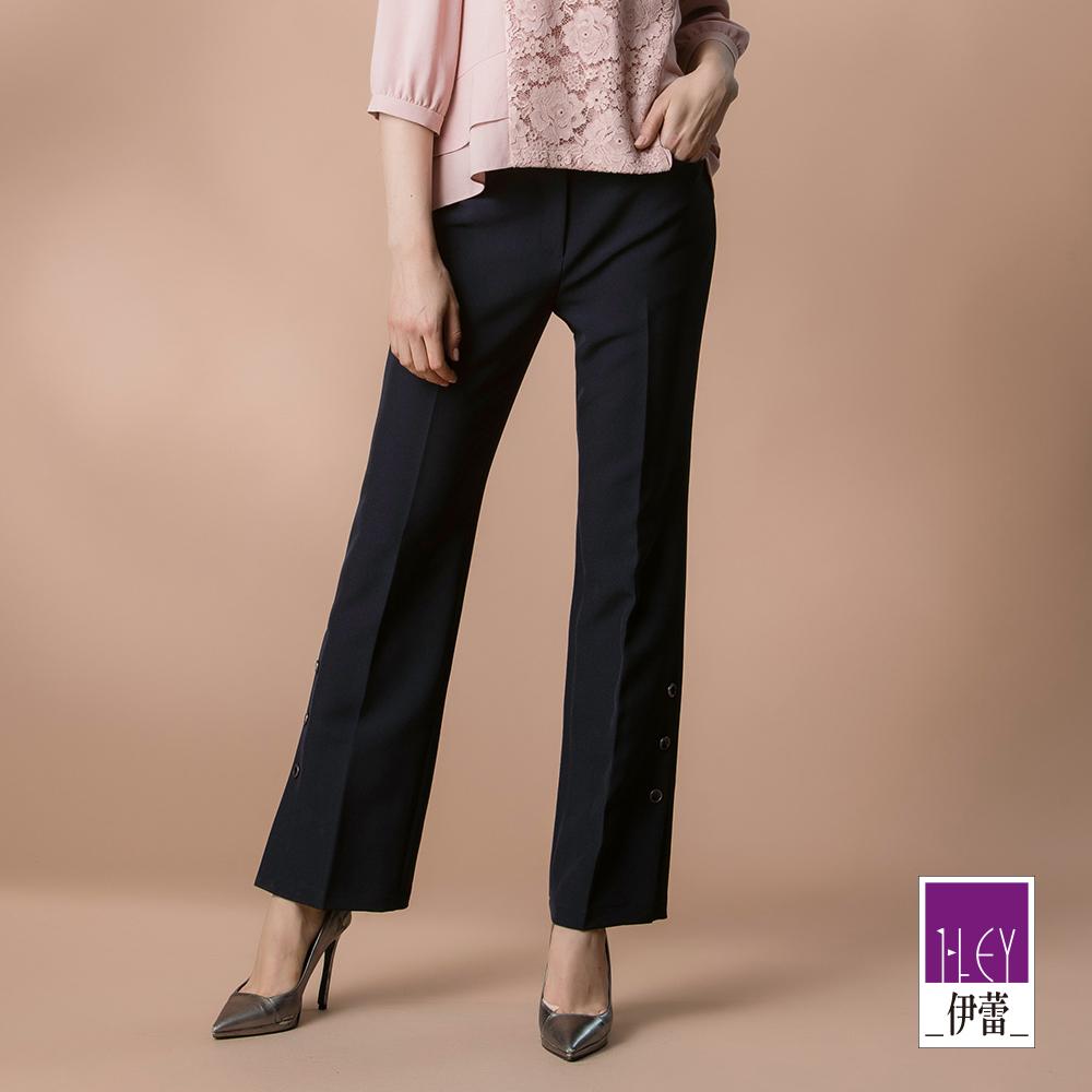 ILEY伊蕾 鈕釦裝飾褲管垂墜感彈力直筒褲(藍)