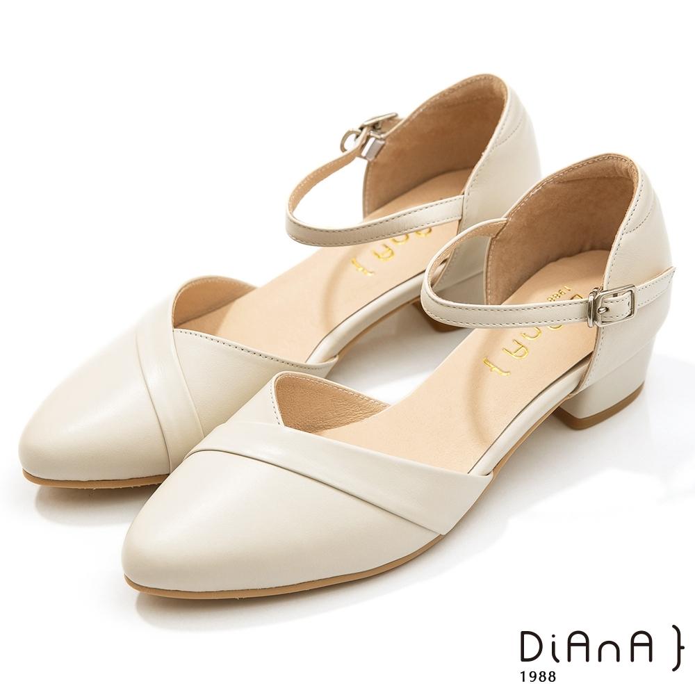 DIANA 4cm牛皮V字鞋口尖頭側空繫帶涼跟鞋–牛奶白