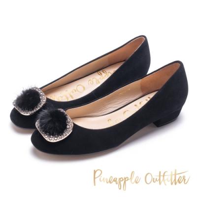 Pineapple Outfitter名媛毛球飾釦低跟鞋-黑色