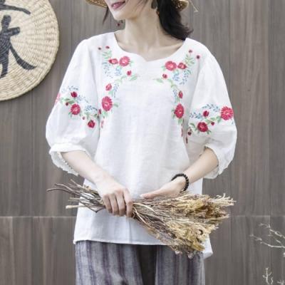 La Belleza民族風圓領前胸袖子立體花朵刺繡棉麻寬鬆上衣