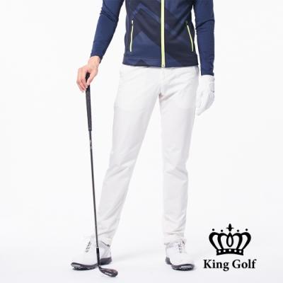 【KING GOLF】後口袋金屬扣修身立體剪裁彈性素面休閒長褲-牙白