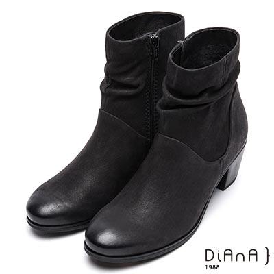 DIANA 完美線條—真皮俐落質感抓皺短靴-黑
