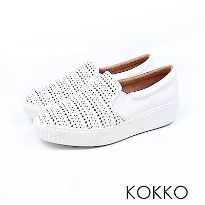 KOKKO - 歐尼最愛雕花牛皮輕量休閒鞋-皇室白