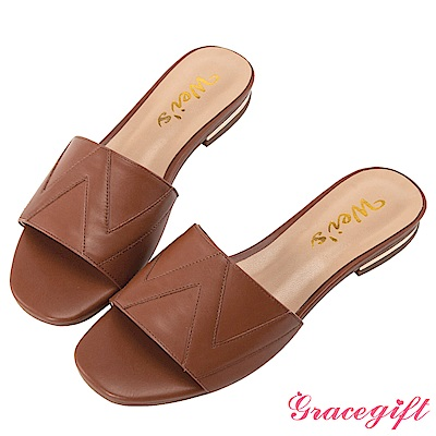 Grace gift X Wei-聯名立體壓紋一字寬版拖鞋 咖