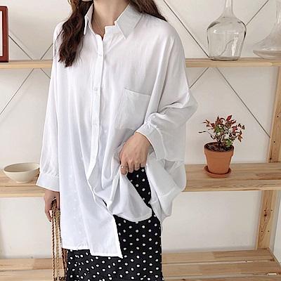 La Belleza素色單口袋蝙蝠袖寬版開釦垂綴感襯衫