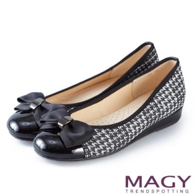 MAGY 甜美混搭新風貌 織帶蝴蝶結拼接雙材質平底娃娃鞋-千鳥格