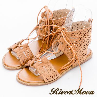 River&Moon大尺碼-復古鏤空雕花綁帶羅馬涼鞋-棕