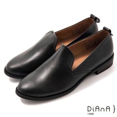 DIANA 3cm質感雙色牛皮極簡素面低跟樂福鞋-漫步雲端焦糖美人–絲滑黑