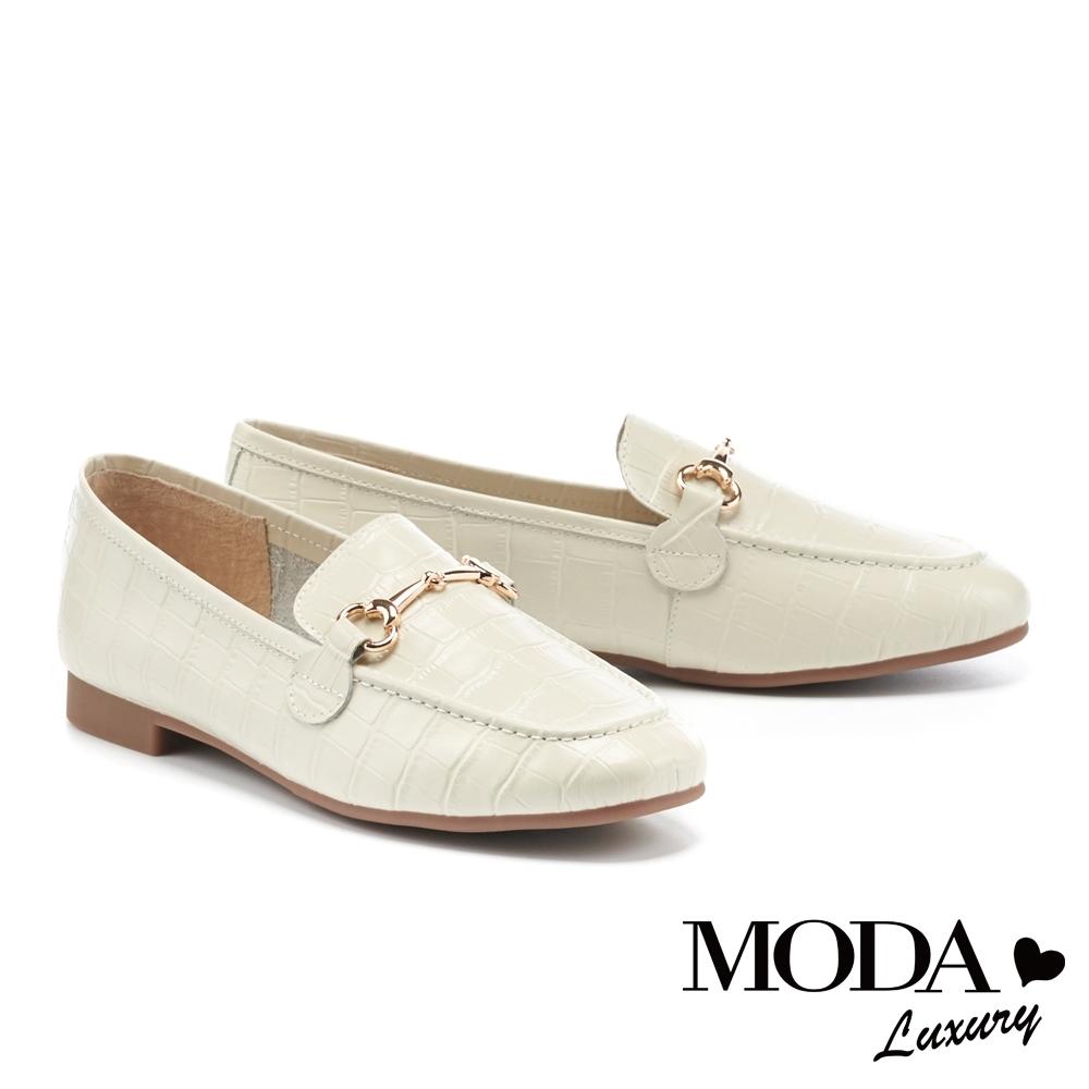 低跟鞋 MODA Luxury 復古個性鱷魚壓紋馬銜釦樂福低跟鞋-白