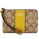 COACH 新款燙印馬車 PVC 直紋拉鍊手拿包(卡其亞麻黃)