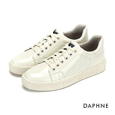達芙妮DAPHNE 休閒鞋-復古漆皮亮面綁帶休閒鞋-白