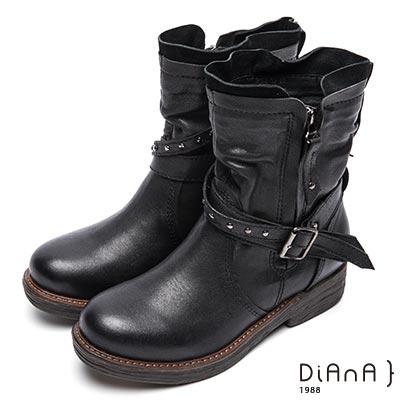 DIANA 英倫復古—抓皺拼接鉚釘繫帶異色短靴-黑