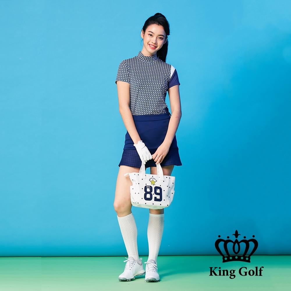 【KING GOLF】滿版印花拼接袖口立領短袖上衣-藍色