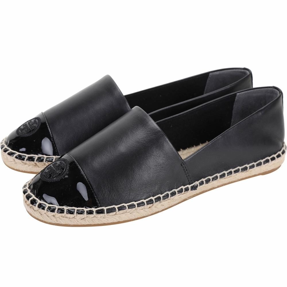 TORY BURCH 刺繡徽標漆皮拼接小牛皮草編平底鞋(黑色)