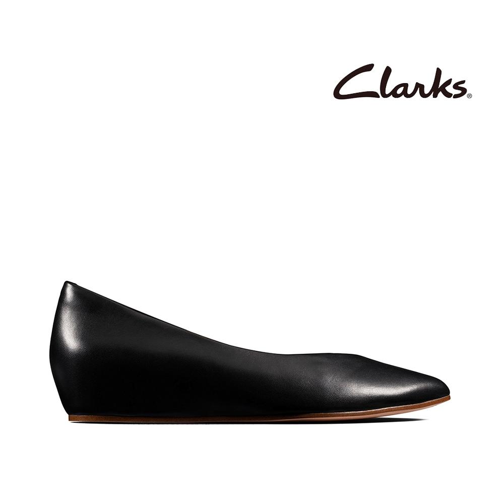 Clarks 純甄品味 全真皮柔軟舒適V型鞋口楔型鞋 黑色