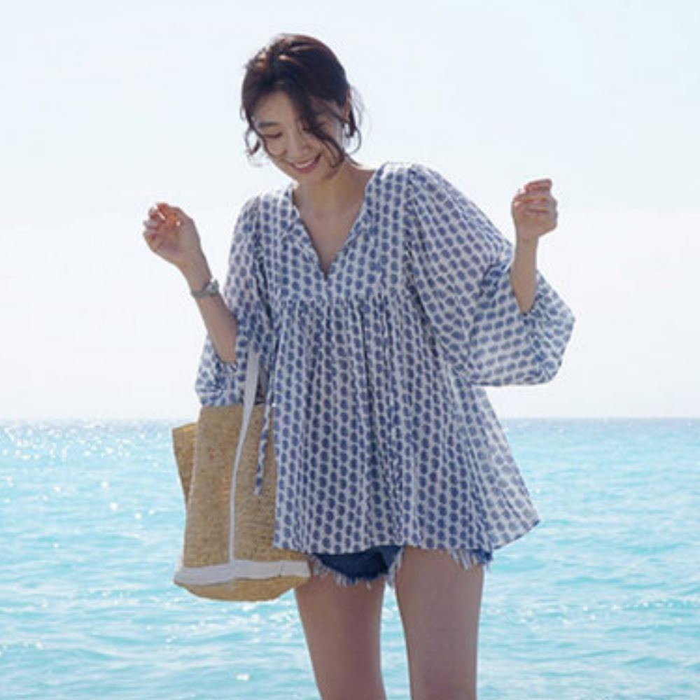 La Belleza前胸V領綁帶繫繩印花蓬蓬袖下擺傘狀棉麻上衣