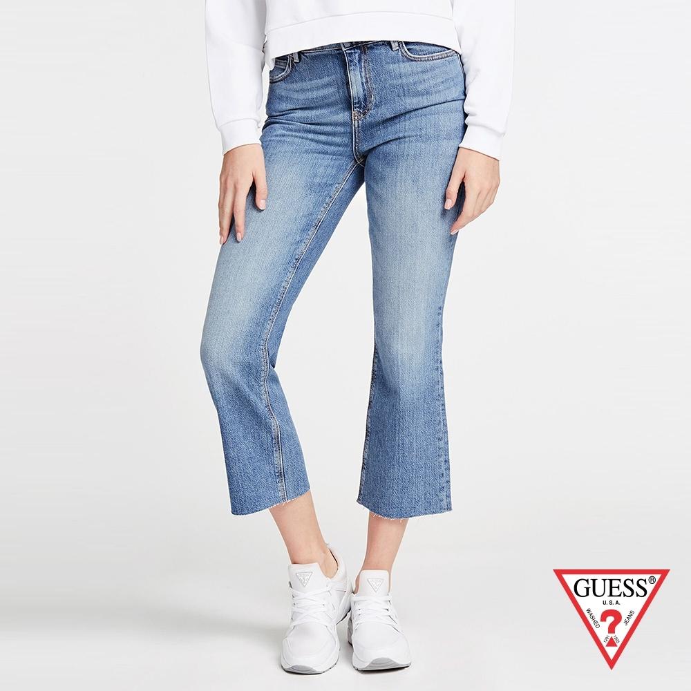 GUESS-女裝-水洗刷色九分牛仔寬版喇叭褲-藍 原價2990