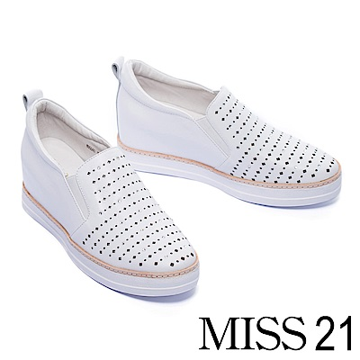 休閒鞋 MISS 21 閃耀水鑽激光沖孔全真皮內增高休閒鞋-白