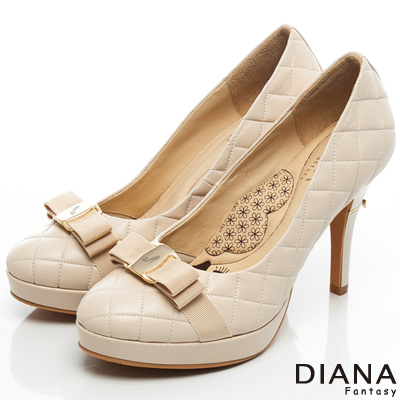 DIANA 超厚切LADY款--雷射飾釦格紋綿羊皮跟鞋-米