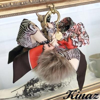 KINAZ 蝴蝶結印花絲巾狐毛球吊飾-榛果可可-糖果童話系列-快