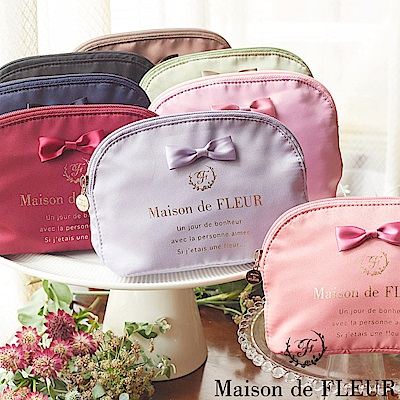 Maison de FLEUR 光澤感蝴蝶結裝飾圓弧化妝包/小包包