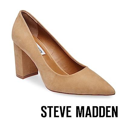 STEVE MADDEN-ASHLYN 麂皮素面尖頭粗高跟鞋-棕色