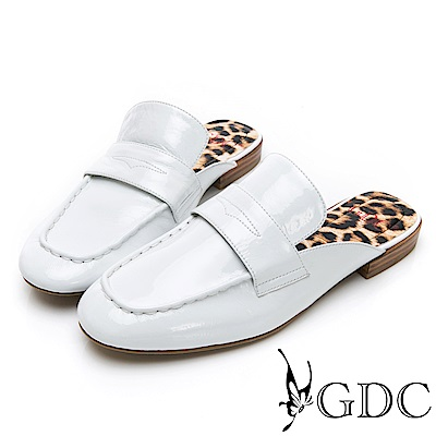 GDC-歐美漆皮大牌氣勢豹紋底素面平底樂福張菲拖鞋-白色