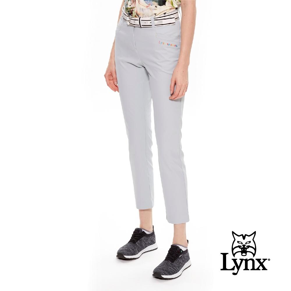 【Lynx Golf】女款日本進口布料口袋彩色繡字休閒九分褲-淺灰色