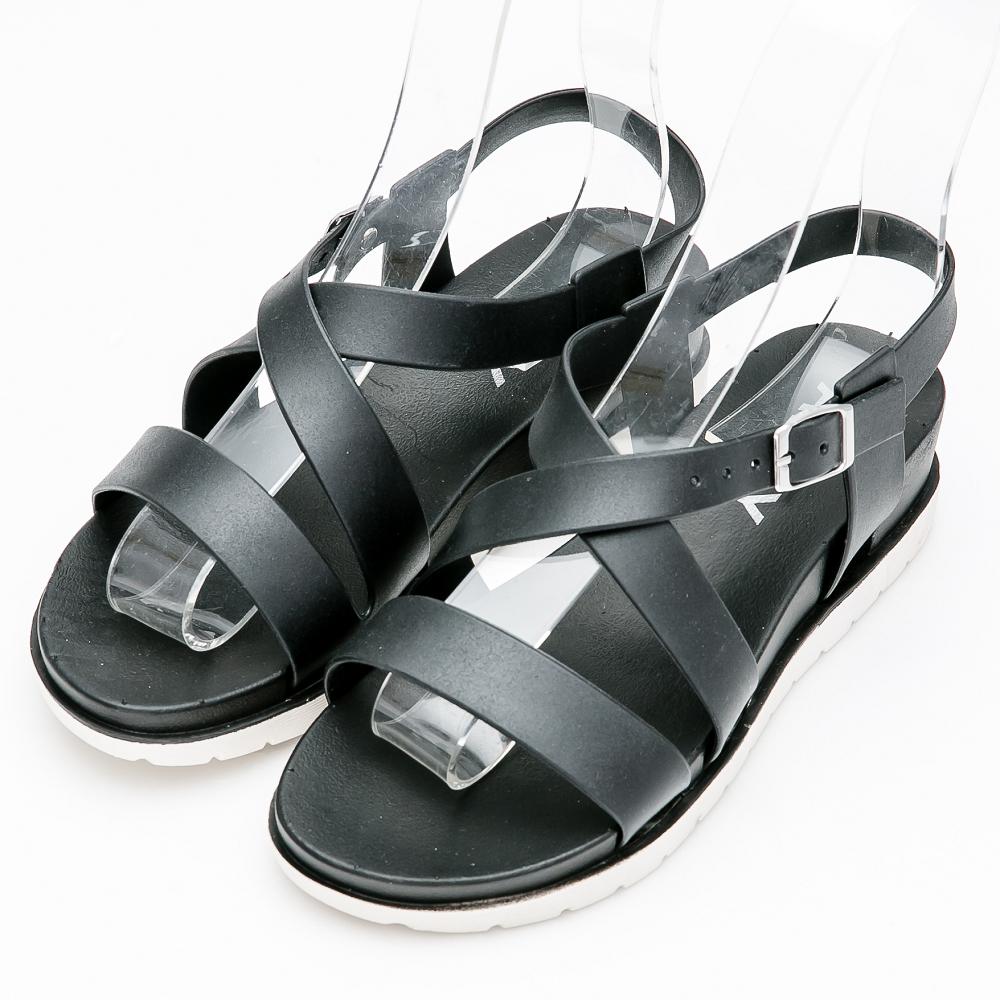 River&Moon防水鞋-簡約交叉內增高羅馬涼鞋-黑