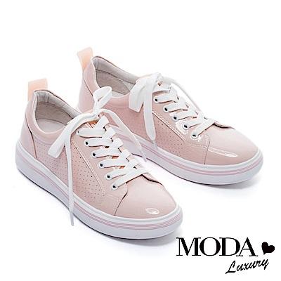 休閒鞋 MODA Luxury 率性潮感沖孔拼接漆皮綁帶厚底休閒鞋-粉