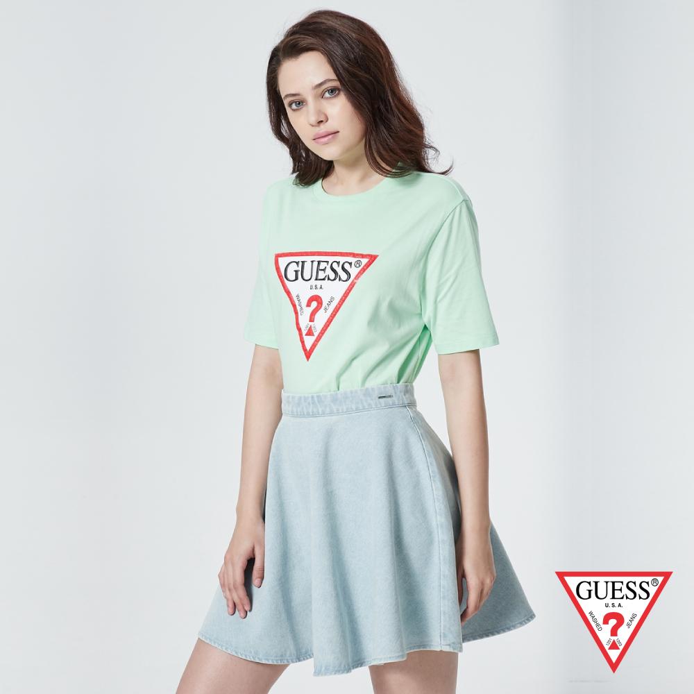 GUESS-女裝-倒三角浮雕壓印LOGO短T,T恤-綠 原價1390